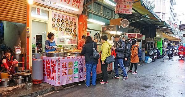 【板橋美食】國輝車輪餅-下雨天照樣排隊的超人氣排隊紅豆餅小吃店