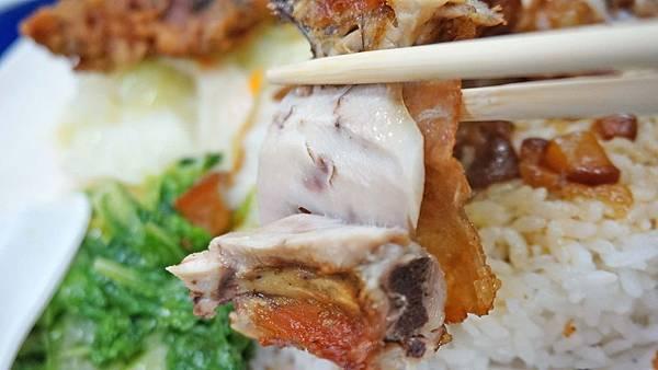 【淡水美食】金仙排骨蝦卷-用餐時間超多人潮的美食小吃店