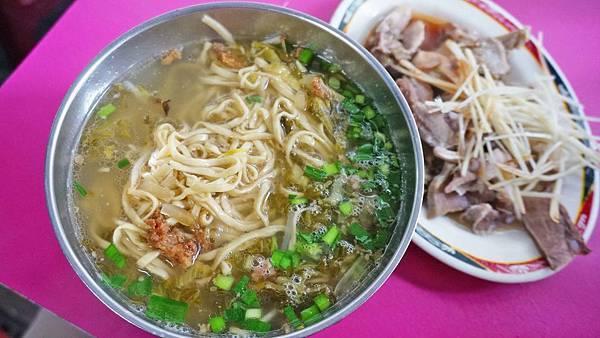 【台北美食】阿榮米粉湯-隱藏在巷弄裡沒有招牌的隱藏版美食