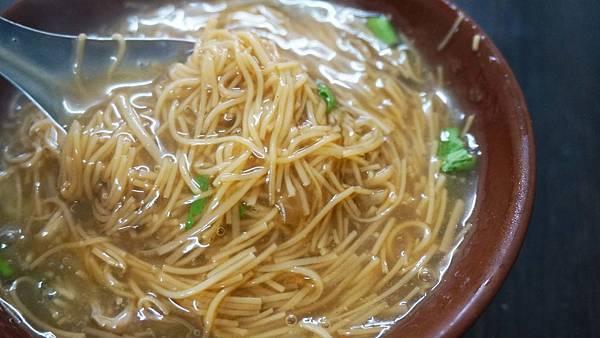 【淡水美食】新春大腸蚵仔麵線-湯頭鮮美的蚵仔麵線店