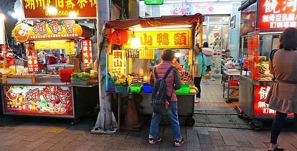 【台北美食】饒河街東山鴨頭-熱門夜市裡的高評價無名路邊攤美食