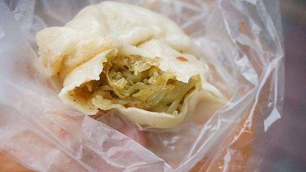 【台北美食】上頂皇家素食水煎包-網路評價還不錯的水煎包美食