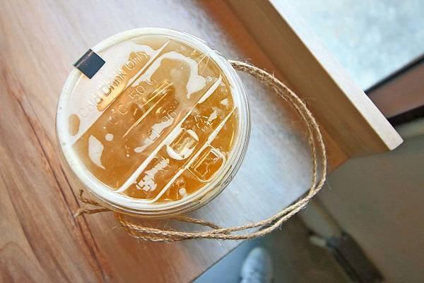 【台中美食】吃茶三千-顛覆你對茶館的印象!品茶、喝茶、做茶及全台第一座室內茶園創新茶館