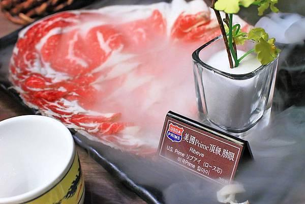【台北美食】問鼎麻辣鍋養生鍋-吃的到令人回味無窮的美國冷藏肋眼麻辣火鍋店