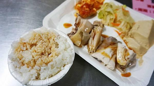 【台北美食】勇伯好吃土雞肉專賣店-美味又迷人的雞油飯