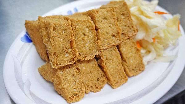 【台北美食】同心大腸蚵仔麵線-炸到裡外都是酥脆的美味臭豆腐
