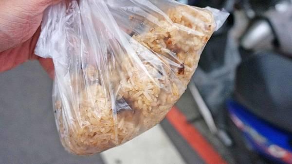 【台北美食】一流油飯-人潮從不間斷的超強美食路邊攤