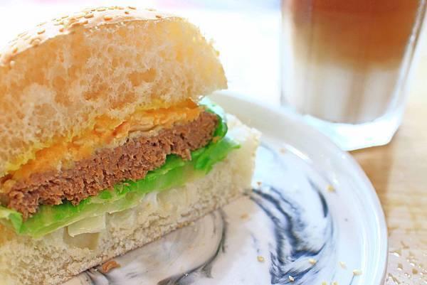 【蘆洲美食】調色盤早午餐-再訪率爆高!顛覆你舊有印象,讓你吃了還會想再來的早午餐店