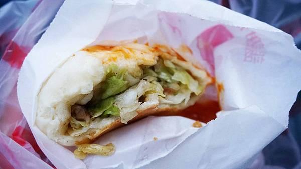 【新竹美食】素食水煎包.餡餅-還沒有出爐就不少人排隊的超人氣水煎包
