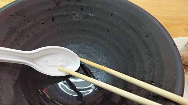 【台北美食】芝山小吃-厚度超過3公分的超厚實酥脆去骨雞腿