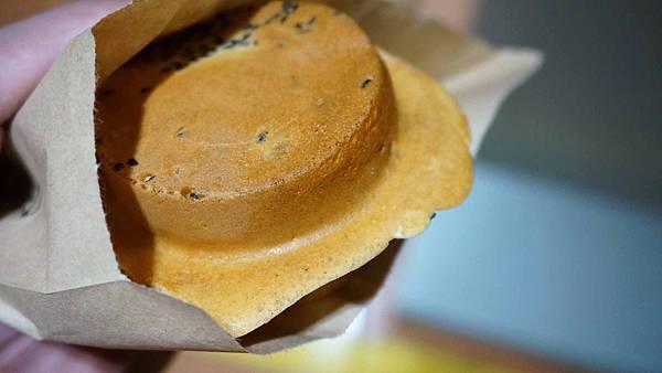 【台北美食】月之燒紅豆餅-芝山捷運站附近的銅板美食