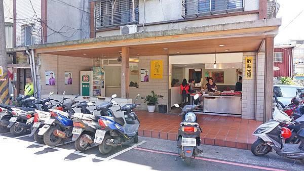 【汐止美食】汐止街仔內米粉湯-沒有店名沒有招牌爆美味美食小吃店