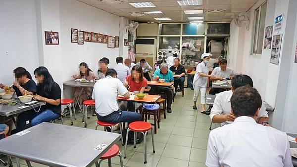 【台北美食】阿娥水餃-每到中午用餐時間必定大排長龍的水餃店
