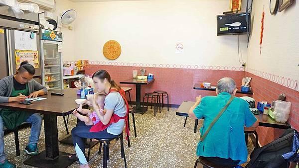 【台北美食】阿德油飯-隱藏在小巷弄裡的爆美味小吃店