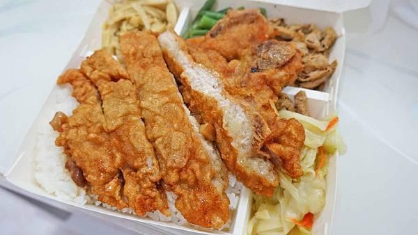 【台北美食】七喜排骨-比一般還要大上一倍的超大塊排骨飯