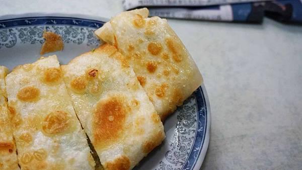 【台北美食】古早味手工蛋餅-隱藏在巷弄裡沒有店名沒有招牌的爆美味蛋餅