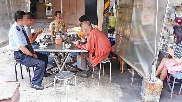 【台北美食】遼寧街路口米粉炒-美味又迷人的路邊攤美食小吃店