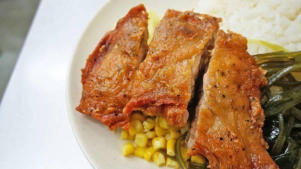 【台北美食】金荔園雞腿飯-超厚實又多汁的美味雞腿