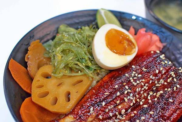 【台北美食】潮丼日式定食-隱身在台北馬階醫院旁的平價美味丼飯