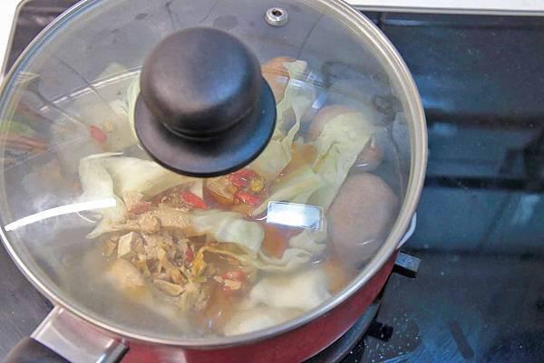 味王大食客-酒香燒雞湯麵、蔥燒牛肉湯麵、蒜香豚骨湯麵-宵夜美食免出門在家輕鬆用泡麵煮出餐廳級的美味小火鍋