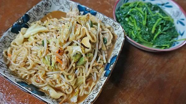 【花蓮美食】阿婆小吃-全台灣CP值最高的美食小吃店!牛肉麵竟然只要55元