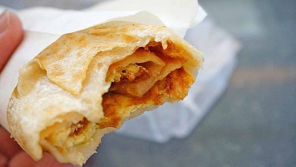 【台北美食】專業飯糰、蔥蛋餅-沒有店名卻有超強實力的蛋餅飯糰早餐店