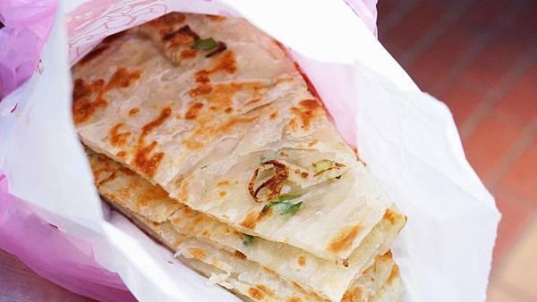 【台北美食】迪化街無名路邊攤蔥油餅-極力推薦來這必吃的超不起眼隱藏版美食