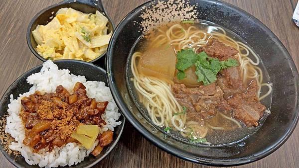 【台北美食】金湘台灣小吃-光華商場附近推薦的傳統美食小吃店