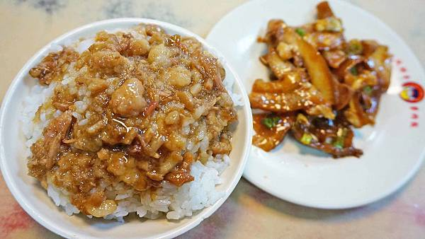 【台北美食】雙胖子-滿滿膠質讓人迷著香噴噴的魯肉飯美食