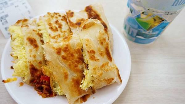 【台北美食】天母豆漿-高麗菜蛋餅要53元超貴卻又超多人推薦的豆漿店