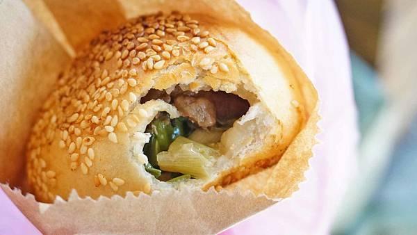 【台北美食】黑胡 黑肉丸&胡椒餅-昂貴地區裡的超便宜35元胡椒餅