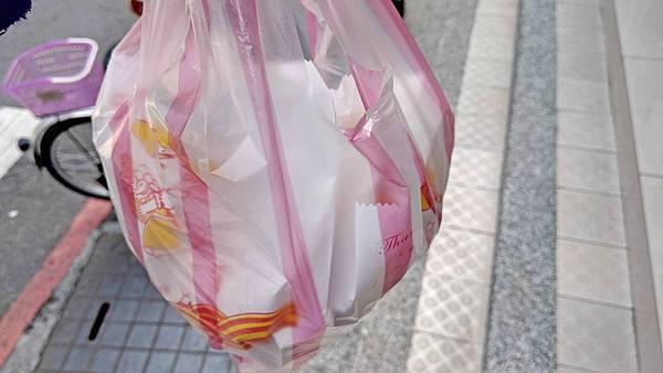 【板橋美食】甜甜圈 (原民治街口)-柔軟又美味的銅板雙胞胎美食