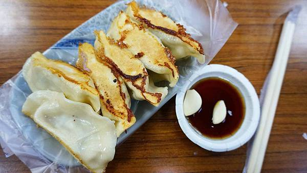 【汐止美食】阿財鍋貼-酥酥脆脆會爆湯汁的美味鍋貼