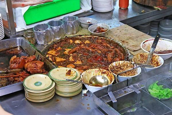 【台北美食】矮仔財滷肉飯-無時無刻都至少要排40分鐘以上的爆誇張魯肉飯名店
