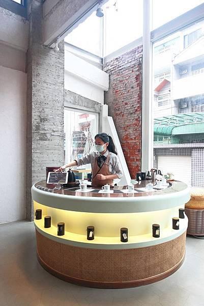【台中美食】吃茶三千-國內第一座室內茶園,從國外紅到國內的鮮萃茶飲店