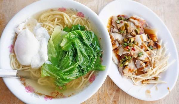 【台北美食】士林蛋包麵-沒有店名沒有招牌,附近居民從小吃到大的無名美食