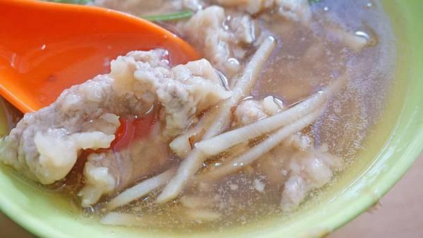 【台北美食】肉羹油飯-沒有店名沒有招牌的超低調美食小吃店