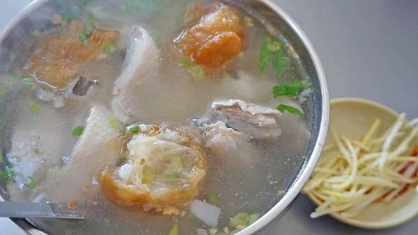 【台南美食】水河虱目魚粥-內行人才知道!不到百元就能吃到無刺虱目魚肚粥