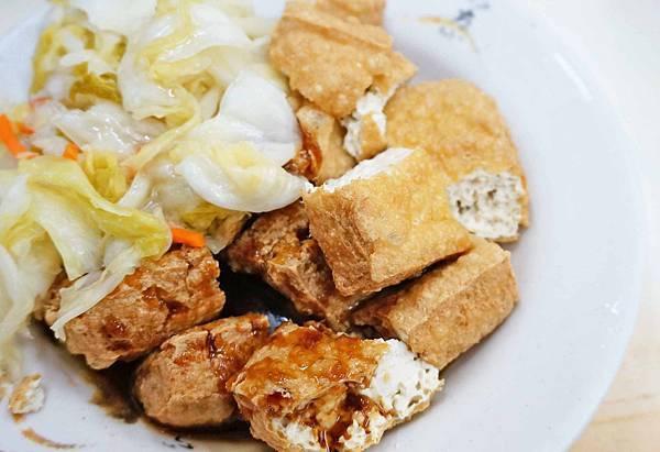 【台北美食】東東米粉湯臭豆腐滷肉飯-東門市場裡的高評價小吃店