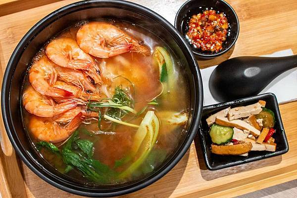 【台北美食】初面-精心挑選食材,使用大量蕃茄長時間熬煮的美味迷人湯頭