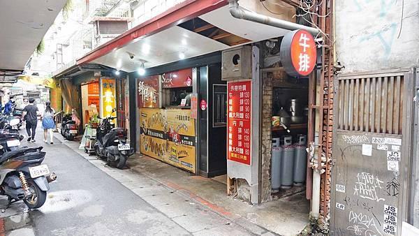 【台北美食】師傅的店-隱身在西門町巷弄裡便宜又好吃的牛排店