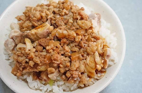 【台北美食】現煮什錦麵、海鮮粥-有雞腿肉塊超便宜雞肉飯40元