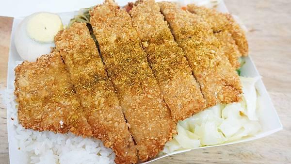 【台北美食】東岸池上便當-跟臉一樣巨大的超大SIZE排骨飯
