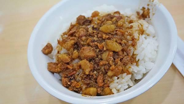【台北美食】丸林魯肉飯-中午用餐時間大排長龍的知名魯肉飯小吃