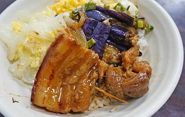 【台北美食】小鳳米粉湯-美味迷人入口即化的焢肉飯