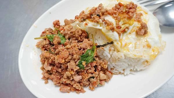 【台北美食】Kanokwan 老麵攤-只要100元就能吃到有飯有菜的泰式料理