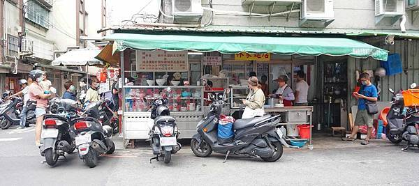 【中和美食】林家麵店-中午用餐時間需要排隊的巷弄小吃店