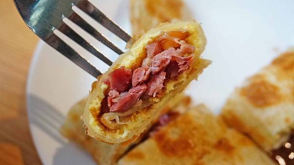 【宜蘭美食】杰西啃早餐宜蘭店-美味又迷人的鴨賞蛋餅