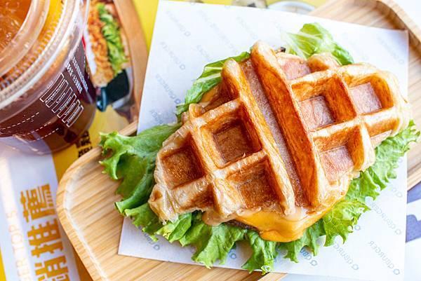 【蘆洲美食】Q Burger-正統香港與澳門的美味,首創港澳式早午餐店