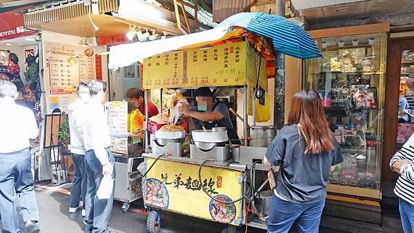 【台北美食】兄弟麵線-中午用餐時間大排長龍的路邊攤美食小吃